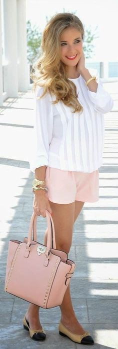 Clothes for Romantic Night - Love the purse, blouse, shoes. Would like the shorts to be just a bit longer for me. Top 5 summer outfits for Women - If you are planning an unforgettable night with your lover, you can not stop reading this! Mode Outfits, Short Outfits, Fashion Outfits, Womens Fashion, Fashion Ideas, Fashion Clothes, Women's Clothes, Fashion Styles, Clothes Shops
