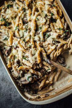 Healthy Mushroom Alfredo Pasta Bake - rustic wintery comfort food. 350 calories. #food #yummy #delicious