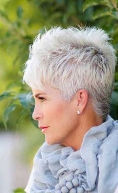 2017 Best Short Haircuts for Older Women – Love this Hair - Thin Hair Cuts Haircut For Older Women, Short Hair Older Women, Haircut For Thick Hair, Short Hairstyles For Women, Cool Hairstyles, Latest Hairstyles, Hairstyles Videos, Casual Hairstyles, Popular Hairstyles