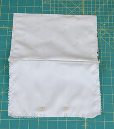 """The Perfect Zipper Pouch in 9 Easy Steps - leave a 3"""" gap in your lining 