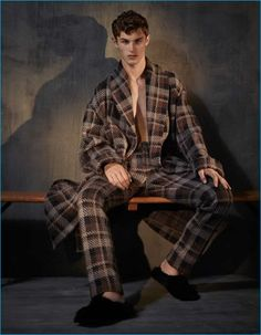Top model Kit Butler takes the cover story of The Financial Times - How To Spend It's October 2016 Menswear Special issue captured and styled by Damian Foxe Kit Butler, Fashion Tape, Men's Fashion, Fashion Editorials, Shearling Slippers, Mens Fashion Sweaters, The Fashionisto, Miami Fashion, Autumn Street Style