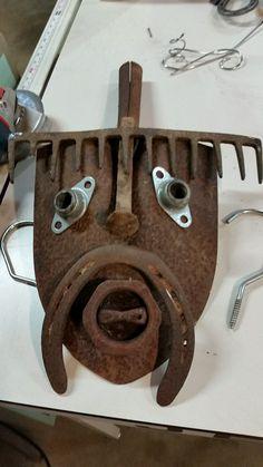 Welding Crafts, Welding Art Projects, Metal Art Projects, Metal Crafts, Diy Arts And Crafts, Horseshoe Projects, Horseshoe Art, Metal Yard Art, Scrap Metal Art