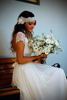 Boho vintage lace wedding dress beautiful lace capped sleeves low back Beautiful headpiece and dress