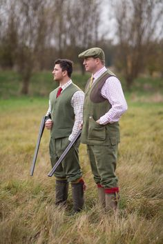 Crafted from a water repellent pure wool tweed, the Compton Waistcoat from Alan Paine has been specifically designed for shooting and allows you to make unhindered movements when it matters.