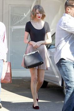 Taylor Swift style: black shirt, skater skirt, and red lips