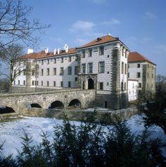 Zámek Nelahozeves Prague, Castle Sketch, Europe Photos, Mansions Homes, Dream Rooms, Czech Republic, Around The Worlds, City, Bridges