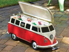 De VW Type 1 als coole koelbox, er passen 24 flesjes in. Een blikvanger op elk feestje.
