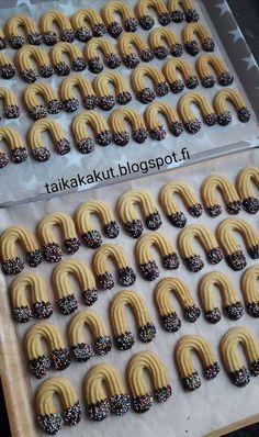 Tarun Taikakakut No Bake Cookies, Baking Cookies, Sausage, Biscuits, Food And Drink, Sweets, Ethnic Recipes, Desserts, Koti