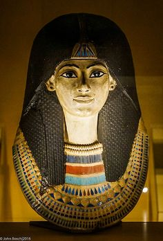 Color/Pattern/Embellishment - Sarcophagus for Ancient Egyptian unknown woman. Photo by John Bosch Ancient Egypt History, Ancient Aliens, Ancient Greece, Kemet Egypt, Empire Romain, Old Egypt, Egyptian Art, Ancient Egyptian Women, Egyptian Mythology
