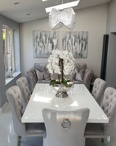 Dining Room Table Decor, Decor Home Living Room, Elegant Dining Room, Home Decor Kitchen, Upholstered Dining Chairs, Home Decor Inspiration, House Design, Interior Design, Modern Classic