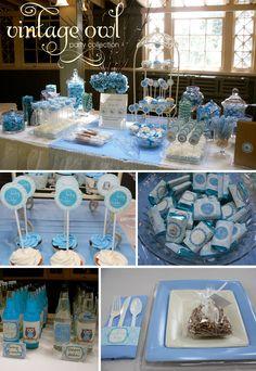 Mesa tipo buffet en azul y blanco