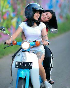 Motor Scooters, Vespa Scooters, Moped Bike, Motorcycle Icon, Piaggio Vespa, Drag Bike, Scooter Girl, N Girls, Custom Bikes