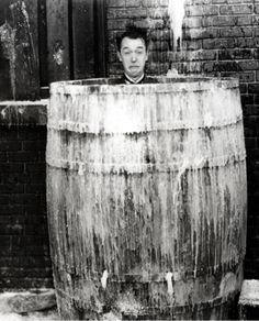 Stan Laurel and Oliver Hardy in Below Zero (dir. James Parrott, / src: IMDb more [+] Laurel and Hardy posts Laurel And Hardy, Stan Laurel Oliver Hardy, Great Comedies, Classic Comedies, Classic Hollywood, Old Hollywood, Inspirer Les Gens, Comedy Duos, Comedy Actors