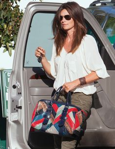Cindy Crawford- love her style. Always cool but casual and understated but sexy... Love the bag