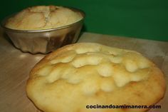 Se trata de un pan o bollo con harina de arroz y huevo