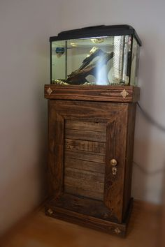 Pallet aquarium stand - LOVE IT, can make two of them to make a two door 20 gallon fish tank stand!