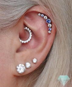 So much sparkle! ☺️ What a beautiful set up for Tanja's healing daith pierci… So much sparkle! ☺️ What a beautiful set up for Tanja's healing daith piercing, a big cluster held in with two helix to ensure no spinning! Front Helix Piercing, Piercing No Tragus, Piercing Face, Cute Ear Piercings, Helix Piercing Jewelry, Bellybutton Piercings, Tongue Piercings, Body Piercings, Bar Stud Earrings