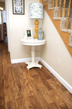Perfect Pairing: Tips to Updating Your Flooring When Working With Pre Existing Wood Work Hardwood Floor Colors, Oak Hardwood Flooring, Oak Floor Stains, Honey Oak Cabinets, Flooring Options, Flooring Ideas, Oak Stain, Luxury Vinyl, Woodworking