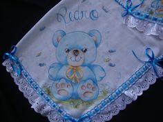 Jogo de fraldas para menino com bordado inglês no canto da pintura, personalizada, posso fazer em várias cores e desenhos a combinar, um ótimo presente.