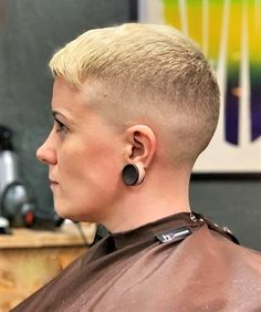 Short Blonde Haircuts, New Short Hairstyles, Short Pixie, Short Hair Cuts, Short Hair Styles, Shaved Nape, Shaved Sides, Buzz Cut Women, Buzz Cuts