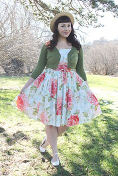 The Soubrette Brunette: Cabbage Rose Vintage Hollywood, Hollywood Glamour, Pin Up Style, My Style, Cabbage Roses, Full Skirts, Fashion Beauty, Womens Fashion, Vintage Fashion