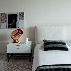 Luminária Fat Spot, design de Tom Dixon. #design #luminárias #formas #lamps #shapes #iluminação #lighting #lightingdesign #lamp #interior #interiores #artes #arts #art #arte #decor #decoração #architecturelover #architecture #arquitetura #projetocompartilhar #davidguerra #shareproject #luminariafatspot #fatspotlamp #tomdixon