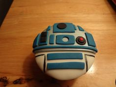 r2d2 cake, for the star wars fans! ;)