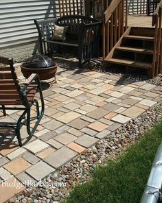 Budget Barbie - DIY patio stones (pavers) made with a mold. Diy Patio, Backyard Patio, Budget Patio, Pergola Patio, Pergola Ideas, Patio Steps, Patio Bar, Patio Fence, Front Walkway