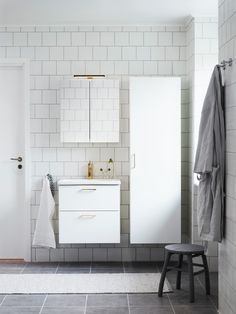 Så budget-renoverar du badrummet – inredarens 5 tips! - My home Bathroom Inspo, Bathroom Inspiration, Bathroom Ideas, Future House, Bathtub, Budget, Bathrooms, Design, Roof Tiles