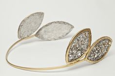 la colección de coronas y alianzas para novias de Lia Terni: arquitectonica