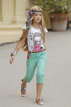 Really cute outfit and hair!