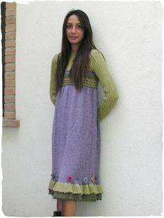 Vestito donna Americano #Vestito in lana con spallini allungabili, due #balze al fondo in combinazione di #colori. Disegno #etnico con #ricamo #floreale. Rifinito #uncinetto.  #modaetnica #ethnicalfashion #alpacaswhool #lanadialpaca #peruvianfashion #peru #lamamita #moda #fashion #italianfashion #style #italianstyle #modaitaliana #lamamitafashion #moda2016 #fashion2016 #winter #winterfashion #dress #wintersales #sales