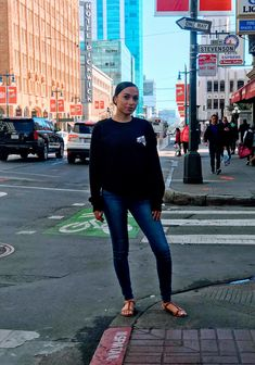 📸: TheRagPoet. Model: Rish M - MUA & Blogger. Market Street SF. Capri Pants, Sporty, Street, Model, Fashion, Capri Pants Outfits, Moda, Capri Trousers