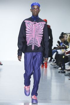 Post-Pop kitsch to the nth degree – Katie Eary's show left the audience reeling back slightly during the blackout just before the curtain call. Owing the acid-toned collection to two of her favorit...