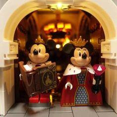 LEGO Disney Castle 360 - HelloBricks Disney Logo, Disney Pixar, Lego Falcon, Lego Disney Castle, Lego Room Decor, Mickey Mouse Toys, Lego Craft, Disney Background, Lego Birthday Party