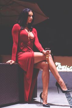 A tribute to the beauty and superiority of women. You may also visit the Forum of Domme Fabienne!