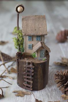 Scrap Wood Crafts, Wooden Crafts, Wooden Diy, Driftwood Projects, Driftwood Art, Miniature Fairy Gardens, Miniature Houses, Clay Houses, Wooden Houses