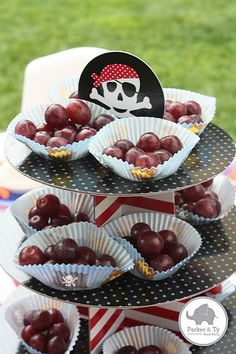 Parker and Ty: Jake and the Neverland Pirates Party----Use red seedless grapes for the cannonballs! Pirate Birthday, Boy Birthday, Birthday Ideas, Pirate Kids, Pirate Food, Aloha Party, Tinkerbell Party, 4th Birthday Parties, Muffin Cups