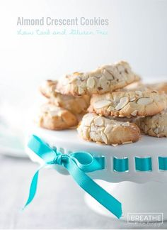 Nobody will believe that these amazing almond crescent cookies are low carb and gluten free! Shhhh....