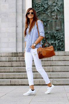 Preppy chic—Le jean blanc et les chemises à rayures ont toujours fait bon ménage; cet été ne fera pas exception!