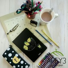 Школа 🏫 это не мученье, не проклятие, не ад. #школа - это твои друзья 🙌 первая любовь 💕 запах новых учебников 📚 и тетрадей 📓беготня на переменах 🔔 ароматные булочки из столовой 🍔 школа - это невозратимое детство... Sketchbook 550₽  Пенал 450₽  Кружка #starbucks 650₽ Будильник 500₽ В магазинах подарков и декора Арбуз 🍉 #скетчбук #sketchbook #тетрадь #пенал #ручки #будильник #кружка #идеиподарка #подарочки #чтоподарить #даритесчастье #любитедругдруга #подаркибезповода #подаркидлявсех…