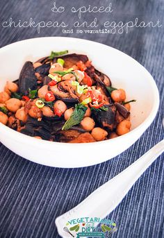 Vegetarians do it dirty: Ceci e melanzane speziatissime | Spiced chickpeas and eggplant