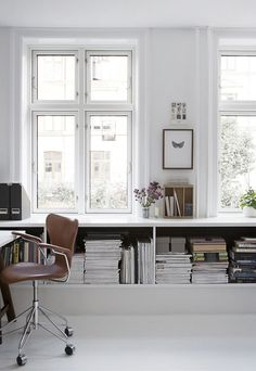 home office inspiration with lots of shelves and storage. Home Office Space, Office Workspace, Home Office Design, Home Office Decor, Home Decor, Office Ideas, Loft Office, Workspace Design, Tiny Office