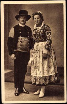 Postcard Costumes de mariés de Quimper