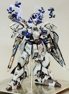 Sazabi Evolve - Customized Build Modeled by Seth Tuna (Thanks for sending us your images) Gundam Head, Gundam Wing, Gundam Art, Gundam Astray, Gundam Wallpapers, Gundam Mobile Suit, Unicorn Gundam, Gundam Custom Build, Sword Design