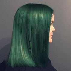 Love love love this green on Phantom Green, Arctic Mist and some Transylvania were used to get this shade! Green Hair Dye, Mint Hair, Party Hairstyles, Cool Hairstyles, Hair Colour, Color Pop, Emerald Hair, Arctic Fox Hair Color, Free Hair