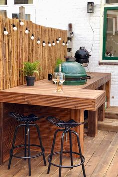 Table Big Green Egg, Big Green Egg Outdoor Kitchen, Small Outdoor Kitchens, Outdoor Kitchen Bars, Backyard Kitchen, Green Eggs, Outdoor Dining, Green Kitchen, Outdoor Bars