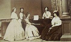 Elisabetta a destra con le sue dame di corte nel 1862 a Madeira: da sinistra Mathilde Windischgratz, Caroline Hunyady, Paula Konigsegg, Caroline Lamberg.