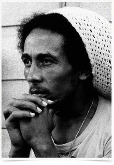 Poster Grandes Nomes da Música Bob Marley impresso com tecnologia HighHD de alta definição em papel semi-glossy especial com gramatura 250g no tamanho A3 (42x29cm) com cores vibrantes.