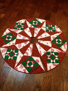 Turn the traditional Bethlehem Star quilt pattern into a Christmas tree skirt with this project. Christmas Patchwork, Christmas Sewing, Christmas Crafts, Christmas Quilting, Christmas Skirt, Christmas Decorations, Xmas Tree Skirts, Christmas Tree Skirts Patterns, Star Quilt Patterns